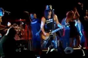 Slash and friends play Paradise City