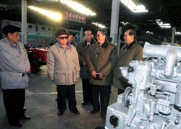 Kim Jong Il looking at things