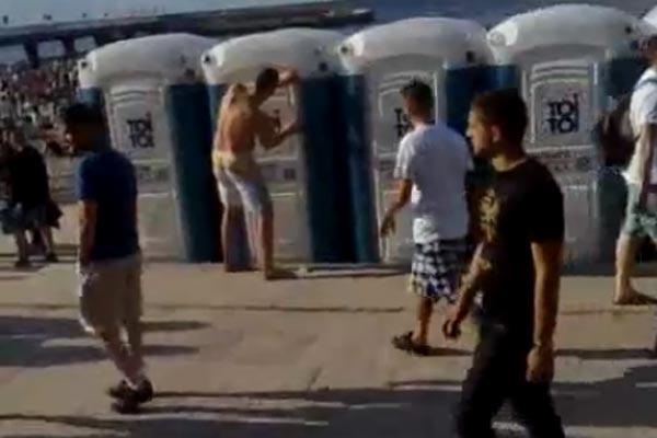 Drunk giant can't get in portaloo