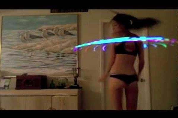 Hottie hula-hooping