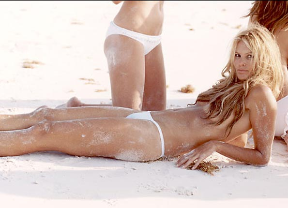 Celebrating the hottest mothers alive - Elle Macpherson
