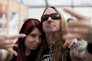 Devildriver singer records song for sick sister
