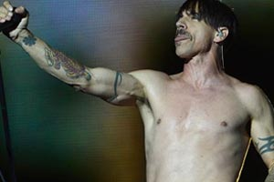 Red Hot Chili Peppers get the party started again at Lollapalooza