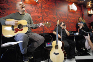 Billy Corgan opens new tea shop with acoustic set