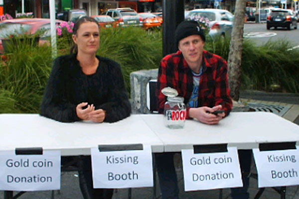Get Cash Quick - The kissing booth