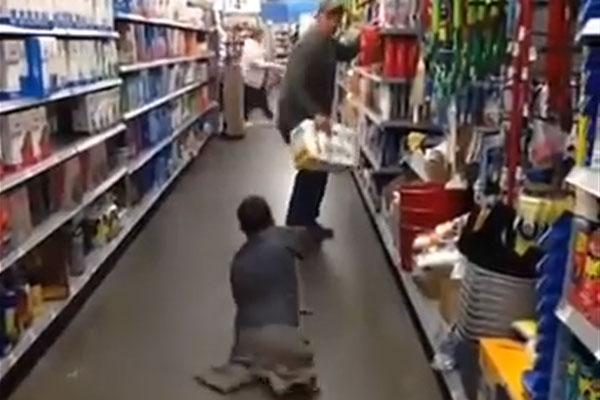Triple amputee's zombie prank scares the shit out of a shopper