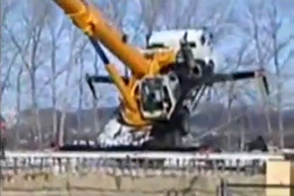 Crane fail