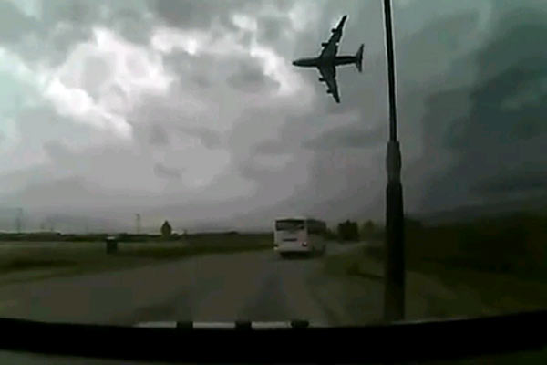 Plane crash caught on tape
