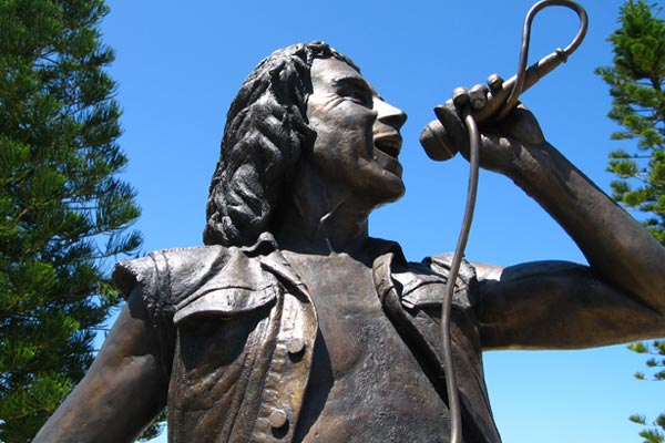AC/DC fans launch kickstarter campaign for Bon Scott statue