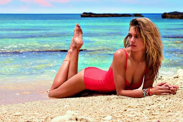 Jessica Hart really likes the beach - And we really like looking at her on the beach...in our business, we call that a win-win!