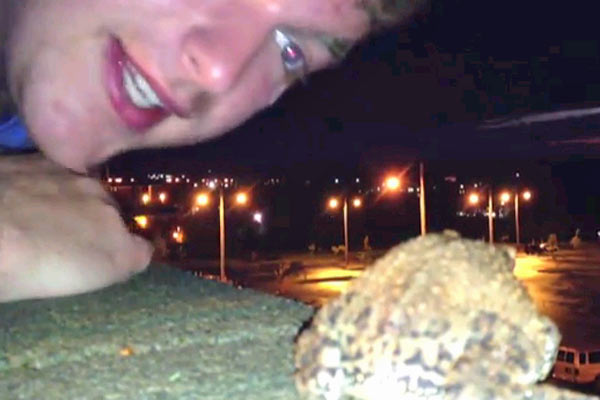 Guy saves suicidal frog