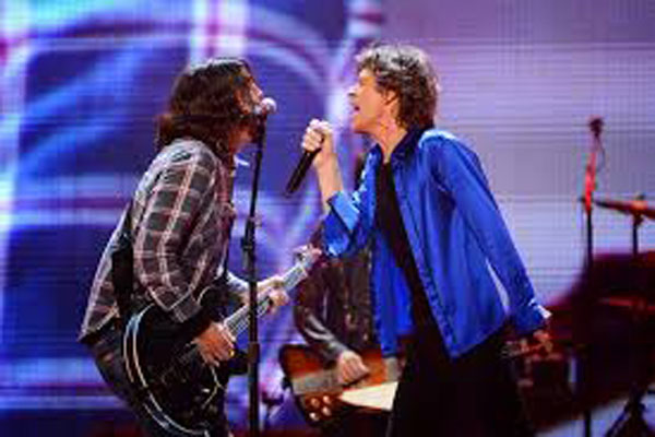 Dave Grohl play with Rolling Stones