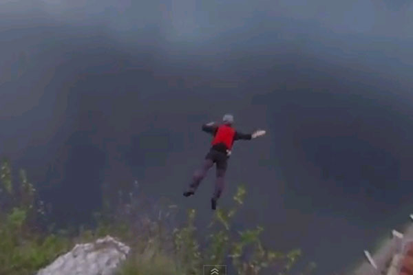 Base jumper that shouldn't be alive