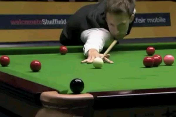 Audience member farts during tense snooker match