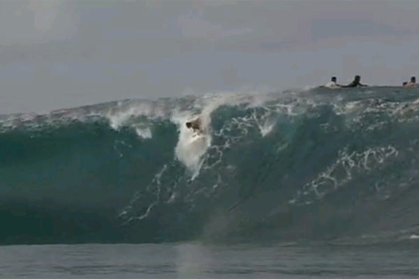 Teahupoo Mai giant waves