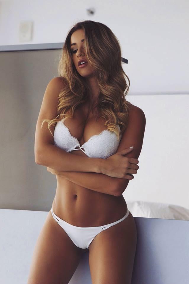 ERROR: Invalid tag %TITLE - I love a girl in white.