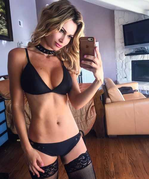Rog's Babe of the Day - 3 November 2015 - I'll be over in 5.