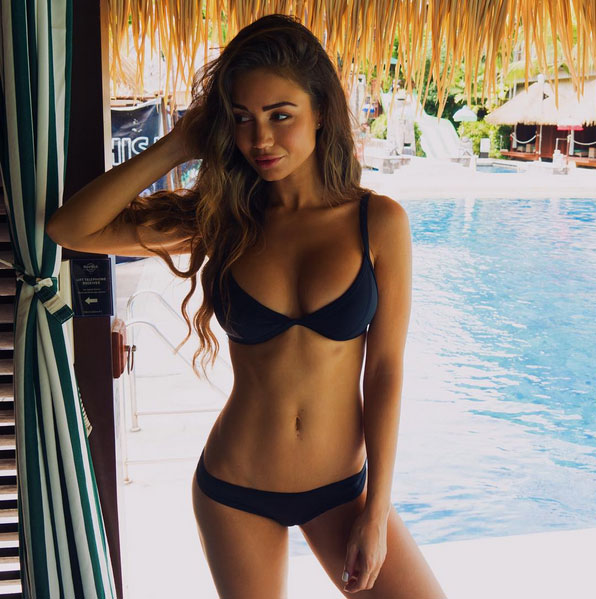 Rog's Babe of the Day - 9 November 2015 - That's where I'd rather be.
