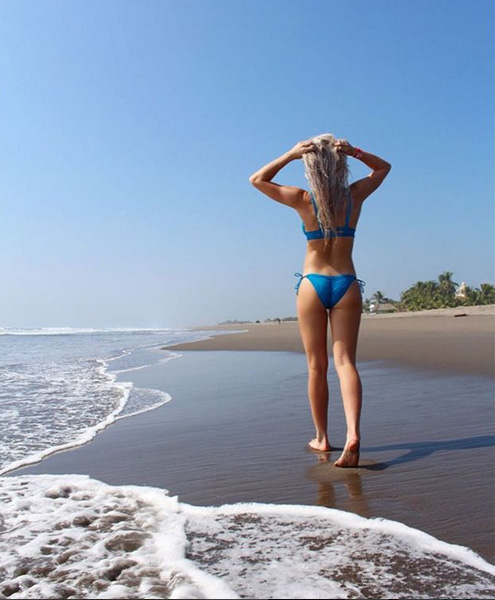 Rog's Babe of the Day - 3 December 2015 - Don't mind you leaving when the view is so good.