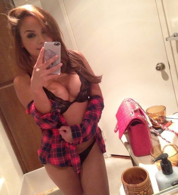 Rog's Babe of the Day - Friday 18 November - Need any help getting ready?