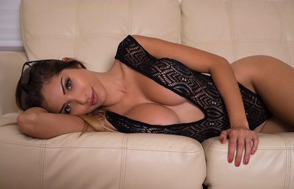 Rog's Babe of the Day - Wednesday 9 November - Mind if I get comfortable, too?