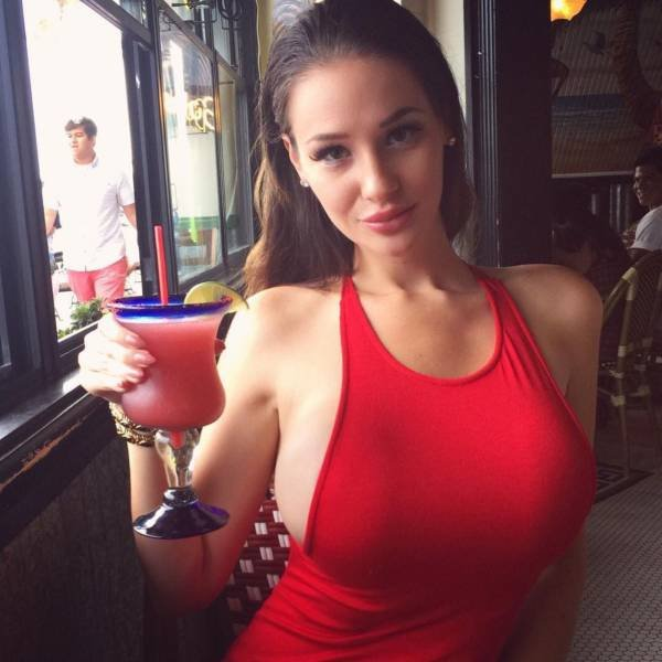 Rog's Babe of the Day - Thursday 1 September - That drink looks very juicy...